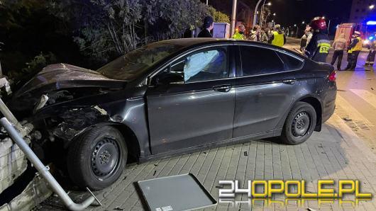 Nocny wypadek na Zaodrzu. Nie działa sygnalizacja świetlna na dużym skrzyżowaniu