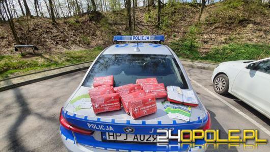Policjanci w nieoznakowanych i oznakowanych radiowozach kontrolują DK 46