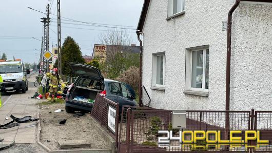 Wypadek w Opolu-Wrzoskach. Po zderzeniu pojazdów jeden z nich wjechał w dom