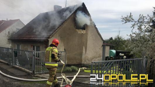 Ogień na poddaszu w budynku jednorodzinnym. Akcja strażaków w Kędzierzynie-Koźlu