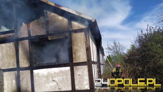 Kilkudziesięciu strażaków walczyło z pożarem pustostanu w Kędzierzynie-Koźlu