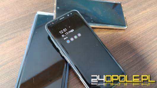 Wojewódzki Urząd Pracy nauczy seniorów korzystania ze smartfona. Za 8,5 tys. zł od osoby