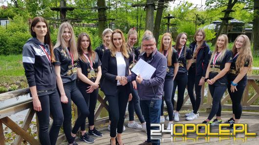 Siatkarki Uni Opole adoptowały wilka grzywiastego