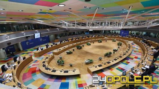 """Przywódcy 27 państw i rządów zatwierdzili na szczycie UE """"paszporty covidowe"""""""