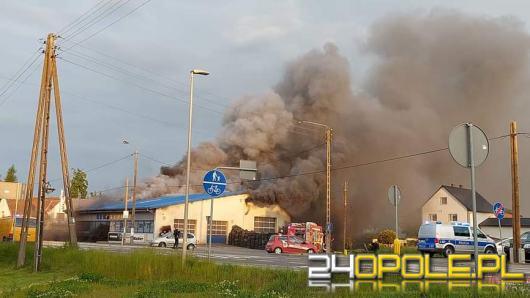 Płonie magazyn w Lubrzy. W akcji kilkanaście zastępów straży