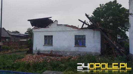 Zerwane dachy, powalone drzewa, uszkodzone auta...Strażacy walczą ze skutkami burzy