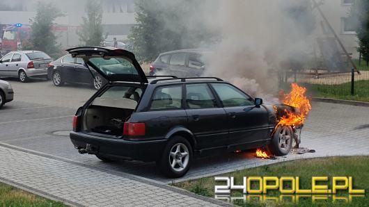 Pożar samochodu osobowego na ulicy Sieradzkiej w Opolu
