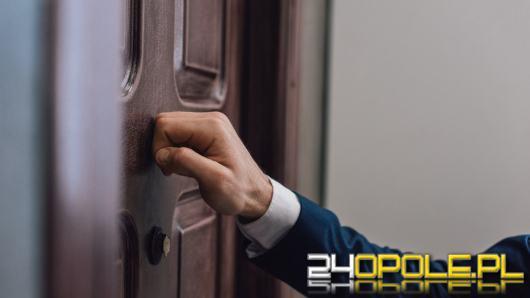 Zapukają do drzwi i zapytają o osobiste informacje. Musisz odpowiedzieć