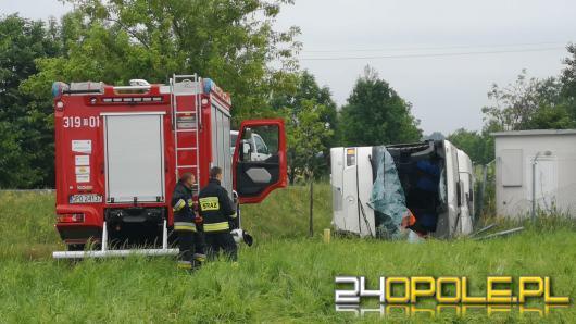Wypadek autobusu z dziećmi w Jełowej. Rannych 6 dzieci