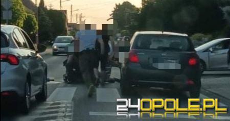 Komprachcice: Mężczyzna z bronią w ręku biegał po ulicy. Sprawna akcja policji