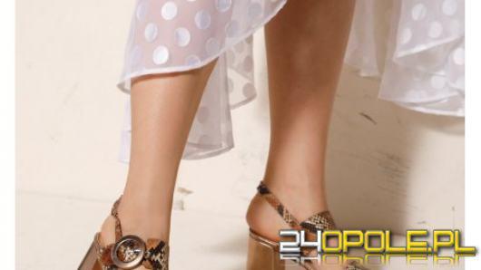 Jak stylizować sandały damskie? Porady na lato 2021