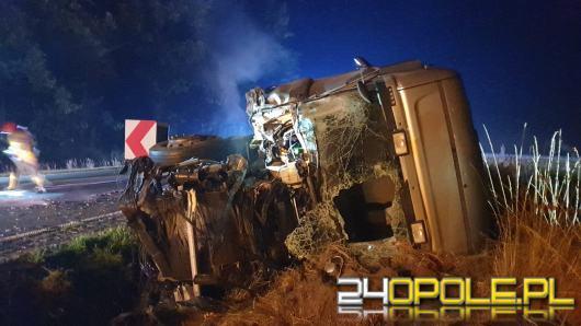 Dwa samochody ciężarowe zderzyły się pod Byczyną. Droga jest zablokowana