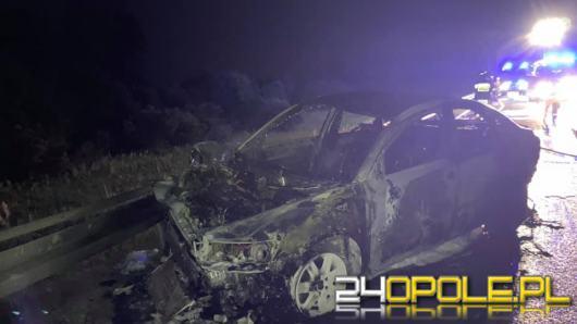 Dwa pojazdy zderzyły się na A4, jeden z nich spłonął