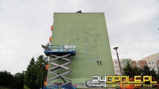 Na osiedlu Armii Krajowej rozpoczęto malowanie. Będzie mural z opolskim superbohaterem