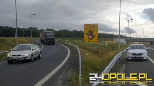 Ustawiają znaki, by kierowcy nie wjeżdżali na drogę szybkiego ruchu pod prąd