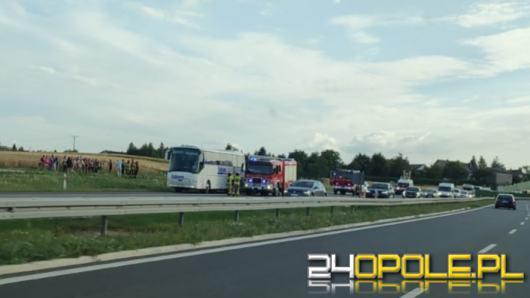 Pożar autobusu na A4. Ewakuowano 43 pasażerów, w tym 34 dzieci