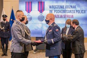 Policjanci z Kędzierzyna-Koźla wyróżnieni za poświęcenie dla ratowania życia