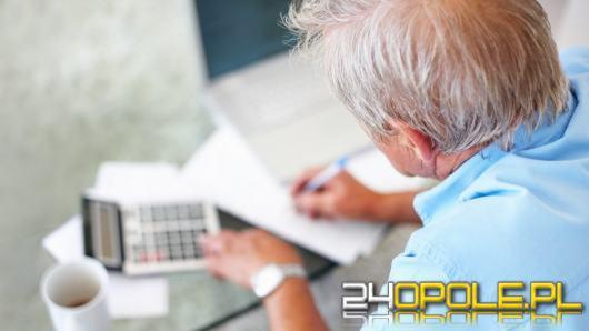 Coraz niższe emerytury. Wylicz, czy wystarczy ci na rachunki