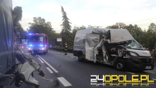 Samochód ciężarowy i bus zderzyły się pod Kluczborkiem