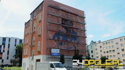 Mural Krzysztofa Krawczyka nabiera barw. Oficjalne odsłonięcie nastąpi 4 września