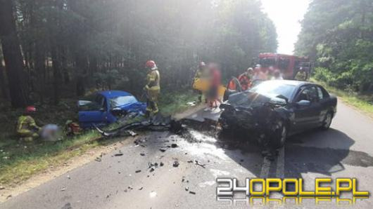 Zderzenie dwóch samochodów osobowych pod Olesnem