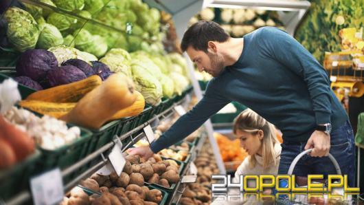 Duża sieć marketów otworzy sklepy w niedziele. Już we wrześniu