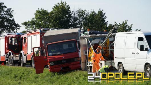 Samochód ciężarowy najechał na pojazdy robót drogowych. Wypadek na DK 94