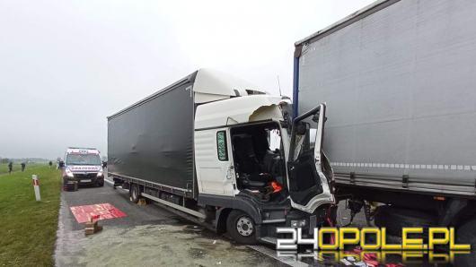 Trzy samochody ciężarowe zderzyły się na A4. Autostrada zablokowana