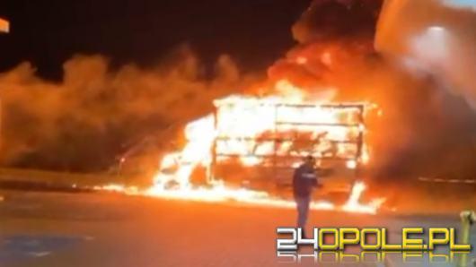 Pożar busa na stacji benzynowej na autostradzie A4
