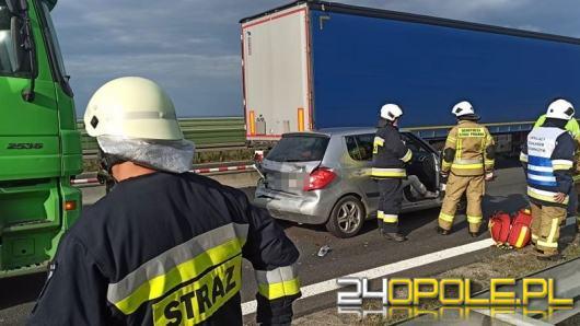 Wypadek na A4. Pijany kierowca ciężarówki wjechał w samochód osobowy