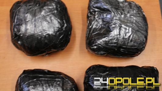 4,5 kg amfetaminy, marihuanę i tabletki ekstazy zabezpieczyli kryminalni z Brzegu