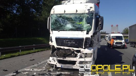 Zderzenie dwóch samochodów ciężarowych na krapkowickim odcinku A4