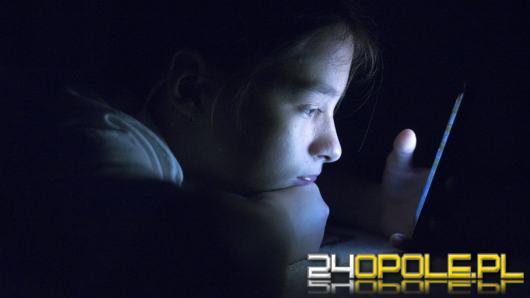 Popularna platforma proponuje nieletnim filmy o seksie i narkotykach