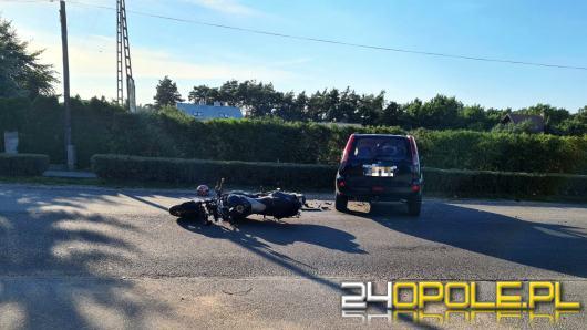 Wypadek z udziałem motocyklisty i osobówki w Tarnowie Opolskim. Lądował LPR