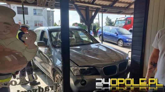 Kierującą BMW wjechała w sklep. Dwie osoby są ranne