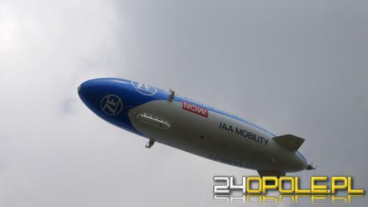 Olbrzymi Zeppelin przeleciał nad Opolszczyzną. Na pokładzie m.in. Adam Małysz