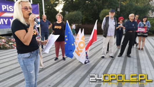Na Placu Wolności demonstrowali sprzeciw wobec ograniczenia wolności słowa