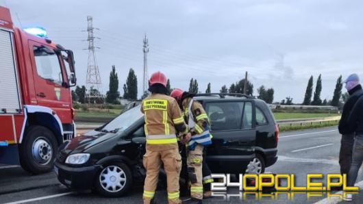 Czołowe zderzenie dwóch samochodów na obwodnicy Opola. Są ranni