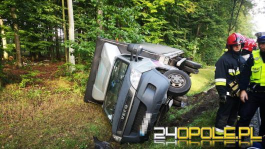 Wypadek na DK 11. Kierowca samochodu dostawczego trafił do szpitala