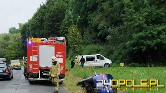 Kierowca stracił panowanie nad pojazdem i wpadł do rowu