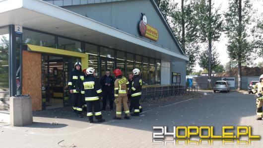 45 osób ewakuowano z Biedronki w Ozimku. Straż wezwana do wyczuwalnego gazu
