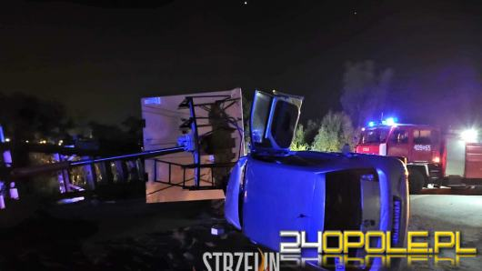 Ciężarówka przewożąca paszę zderzyła się z dwoma autami osobowymi. Jedna osoba nie żyje
