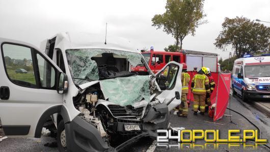 Zderzenie busa z ciężarówką w powiecie oleskim. Nie żyje 62-letni kierowca