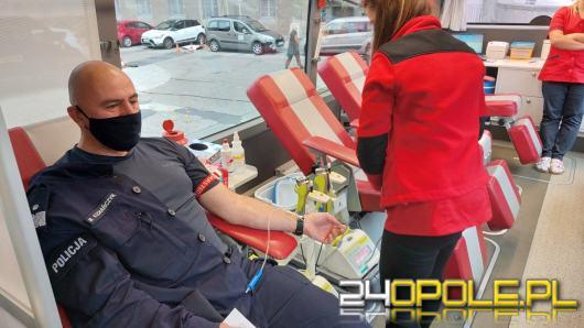Policjanci oddali krew dla dzieci i młodzieży - ofiar wypadków drogowych