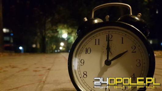 Nikt nie pracuje nad zniesieniem zmiany czasu. Będziemy przestawiać zegarki jeszcze długo