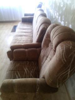 Zestaw wypoczynkowy-wersalka 2 osobowa, 2 fotele, 2 pufy.
